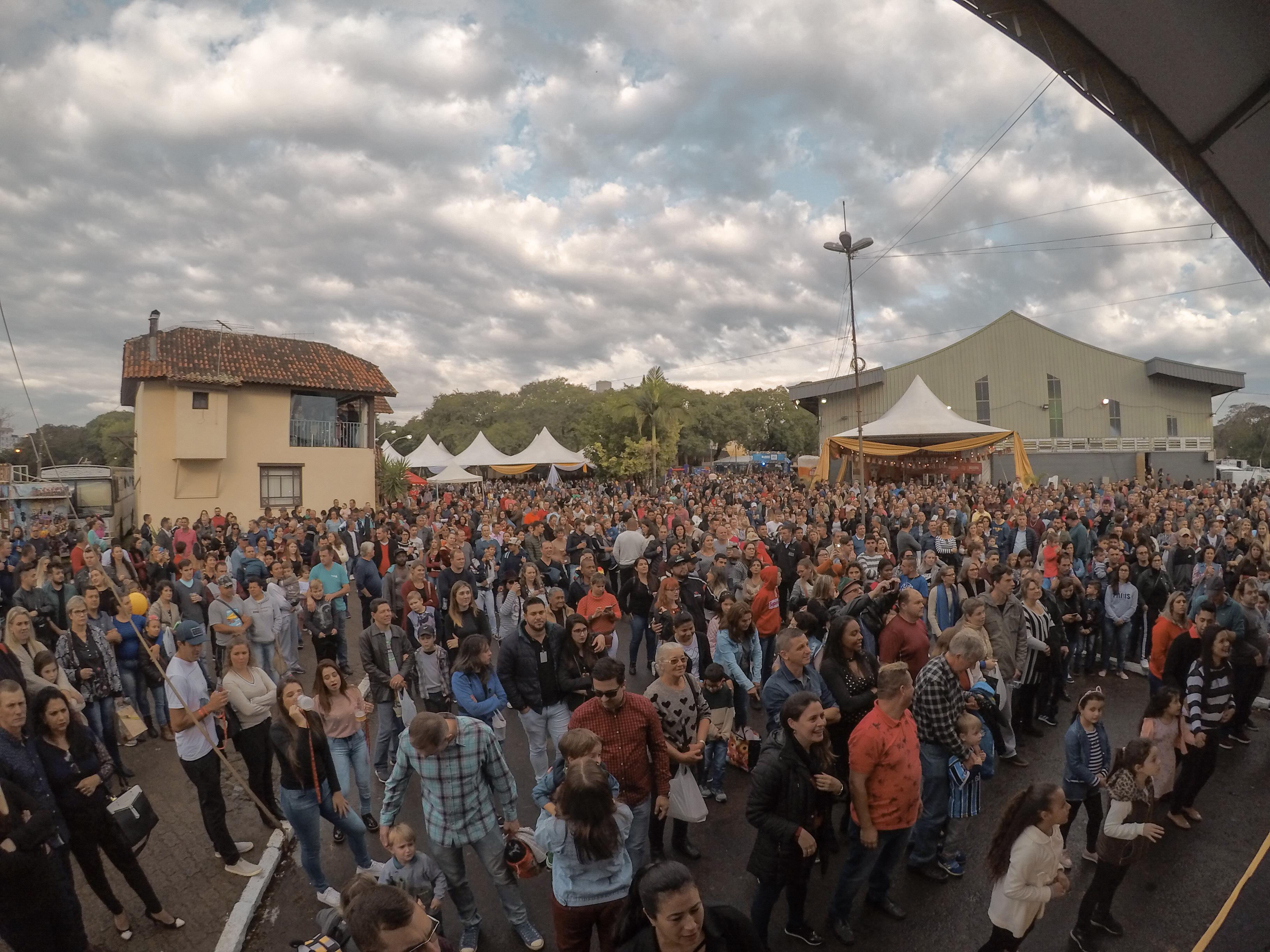 626e0a5661bb Festa das Cucas registra público de 60 mil pessoas